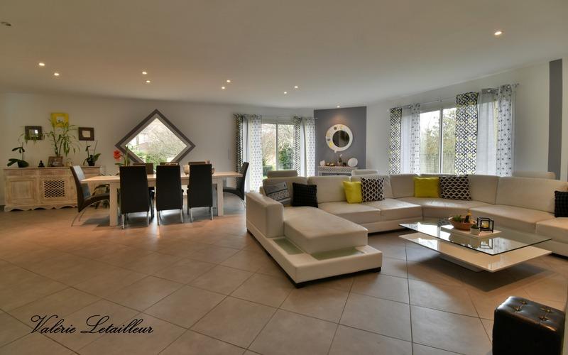 Maison contemporaine de 215  m2 - Saint-Christoly-de-Blaye (33920)