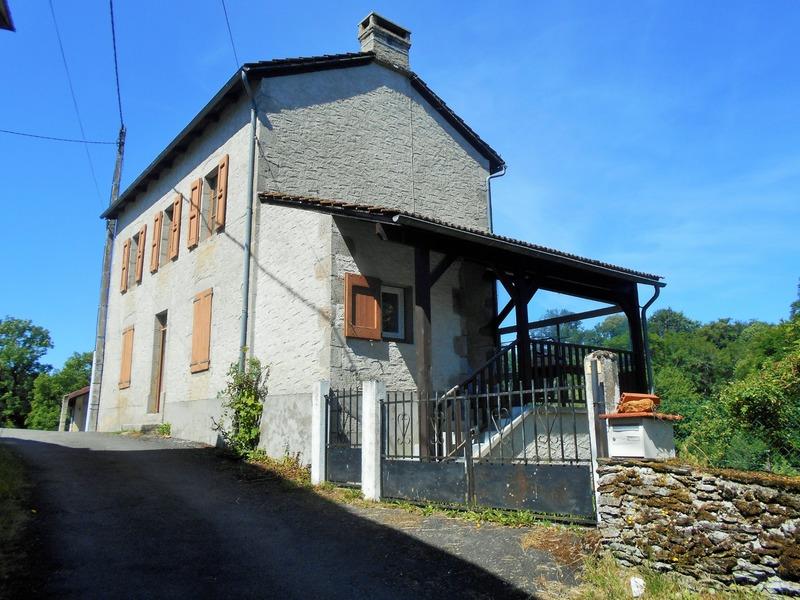 Maison de 110  m2 - Arpajon-sur-Cère (15130)