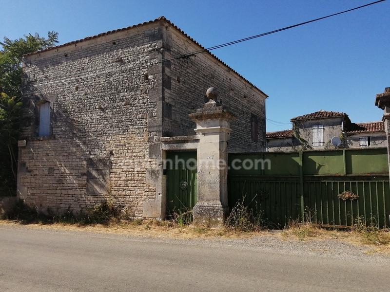 Maison à rénover de 300  m2 - Sigogne (16200)