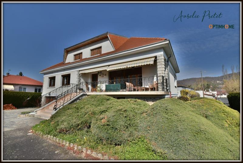 Maison de 240  m2 - Massiac (15500)