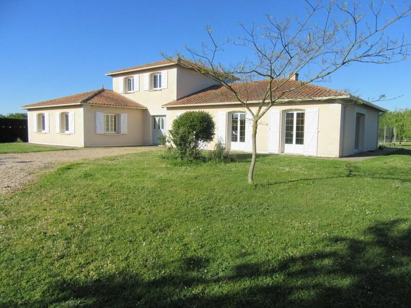 Maison de 240  m2 - Bonneuil-Matours (86210)