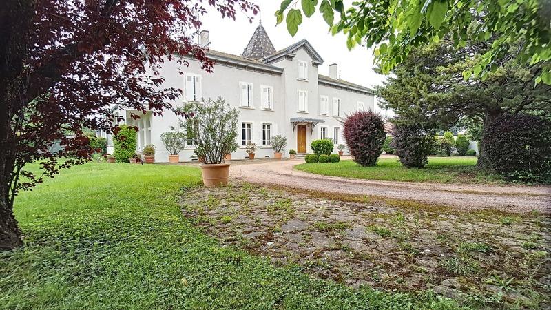 Maison de 540  m2 - Genay (69730)