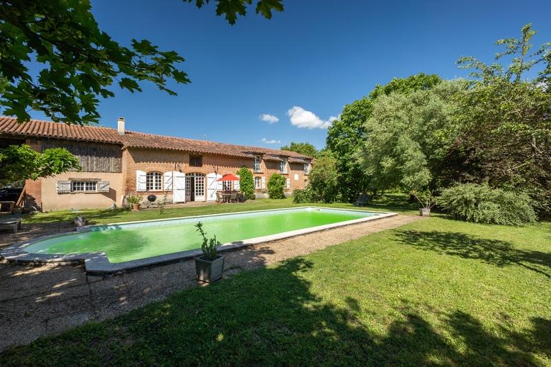 Maison lauragaise de 375  m2 - Gauré (31590)