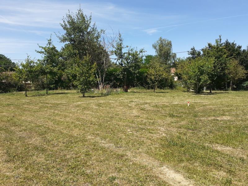 Terrain constructible de   m2 - Saint-André-d'Huiriat (01290)