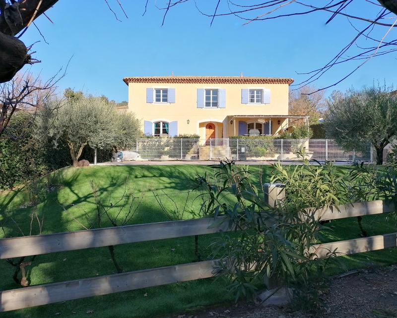 Villa de 210  m2 - Bagnols-en-Forêt (83600)