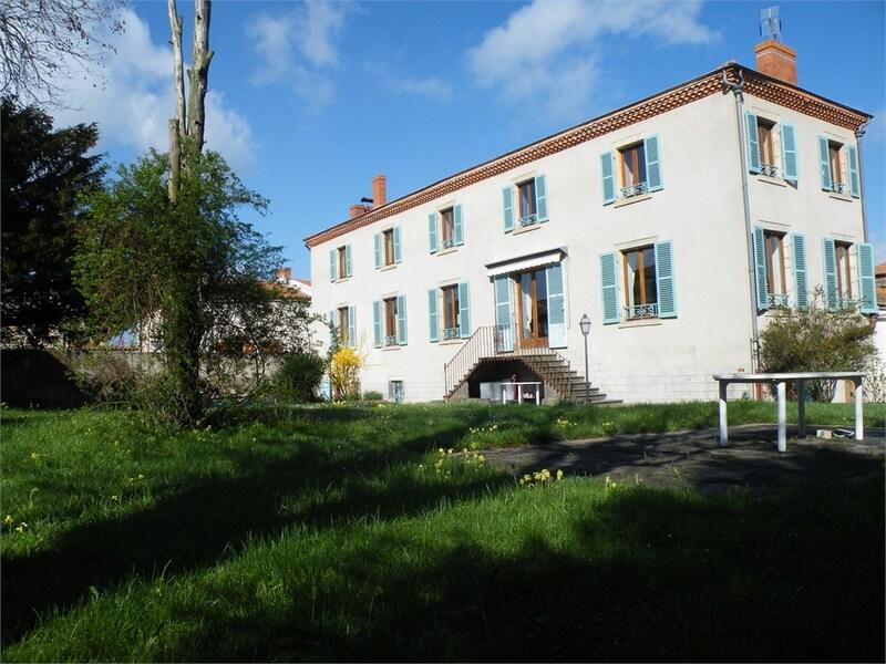 Maison de caractère de 420  m2 - Clermont-Ferrand (63100)