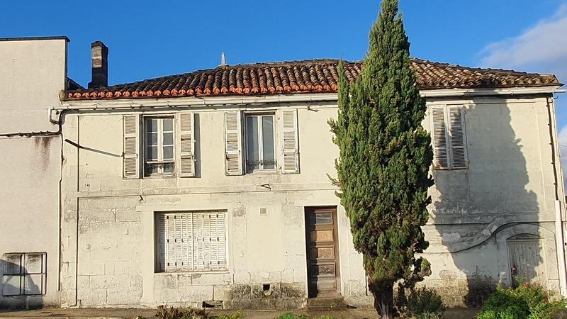 Maison à rénover de 260  m2 - La Couronne (16400)