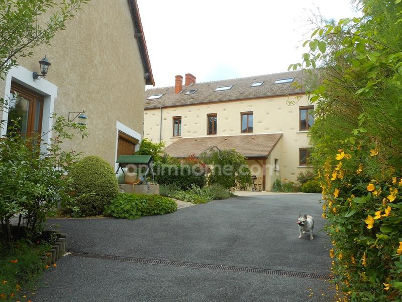 Maison de 440  m2 - Culan (18270)