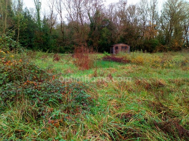 Terrain non constructible de   m2 - Jau-Dignac-et-Loirac (33590)