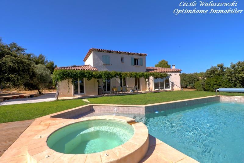 Maison individuelle de 200  m2 - La Cadière-d'Azur (83740)