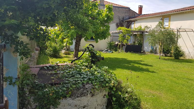 Maison mitoyenne de 155  m2 - Saint-Christoly-de-Blaye (33920)