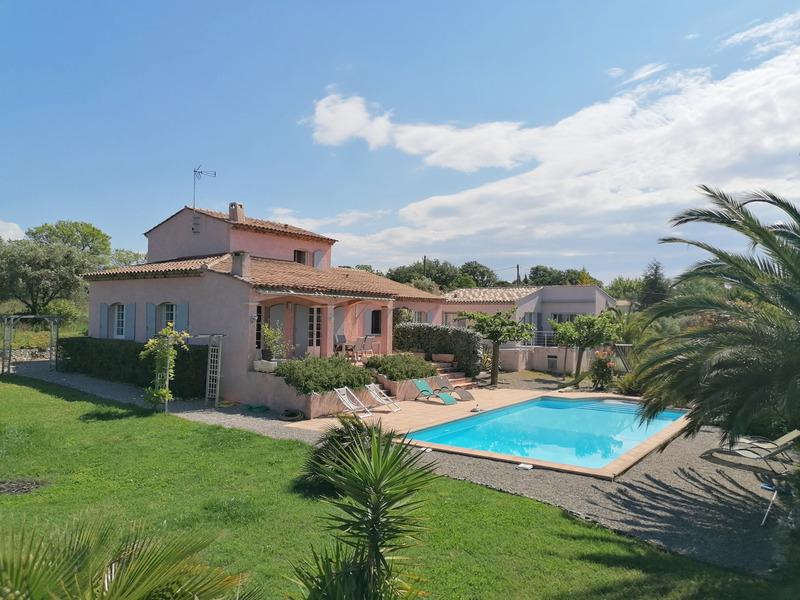 Villa de 205  m2 - Bagnols-en-Forêt (83600)