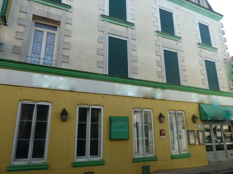 Maison de ville de 365  m2 - Neuville-de-Poitou (86170)