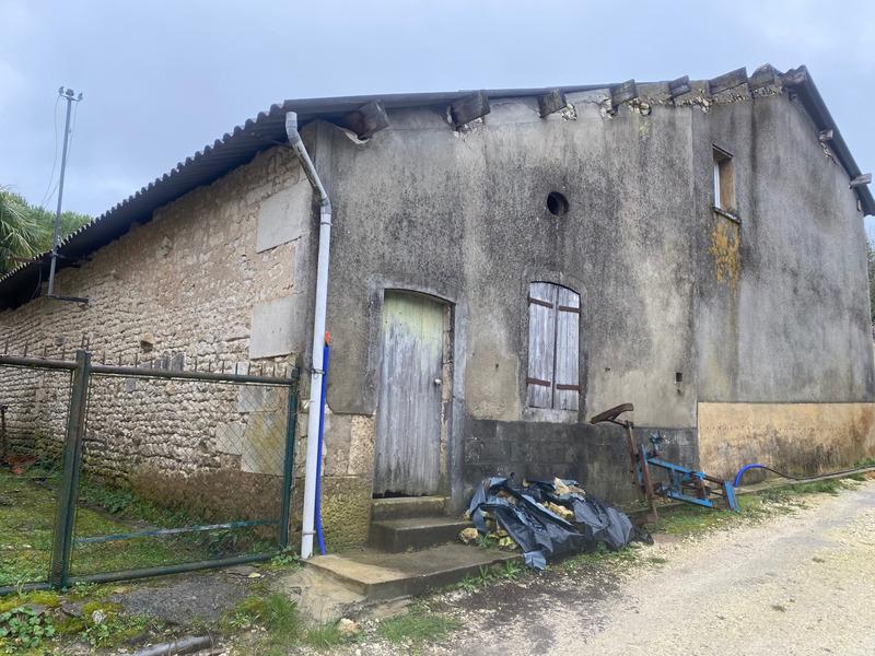 Maison à rénover de 66  m2 - Archiac (17520)