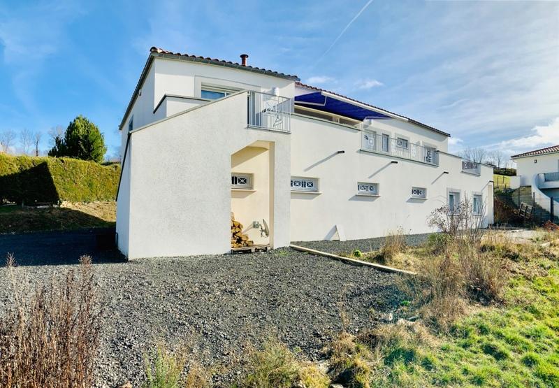 Villa de 200  m2 - Saint-Flour (15100)