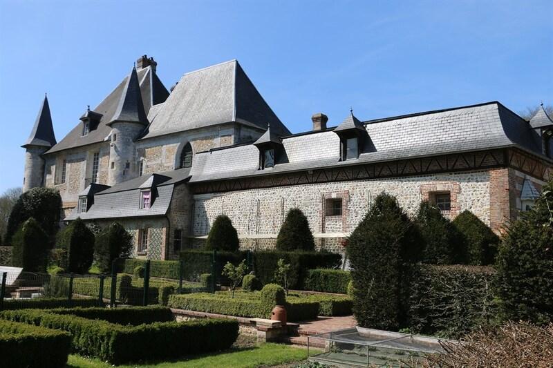 Château de 1200  m2 - Pont-Audemer (27500)