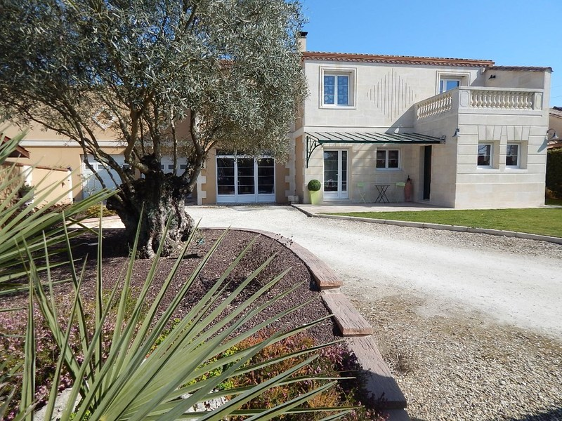 Maison contemporaine de 160  m2 - Saint-Loubès (33450)
