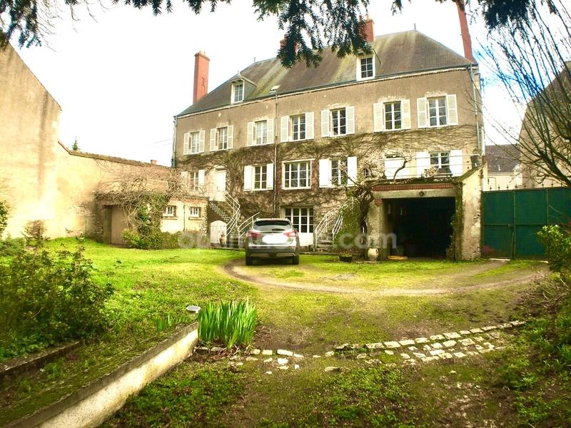 Maison de caractère de 400  m2 - Saint-Jean-le-Blanc (45650)