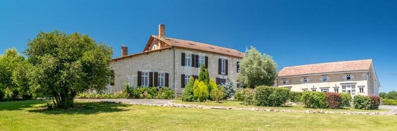 Domaine de 1117  m2 - Montguyon (17270)