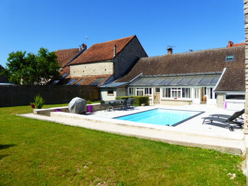 Maison rénovée de 136  m2 - Montbard (21500)