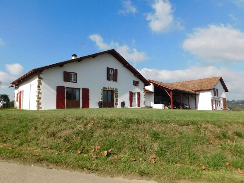 Maison de caractère de 365  m2 - Bidache (64520)