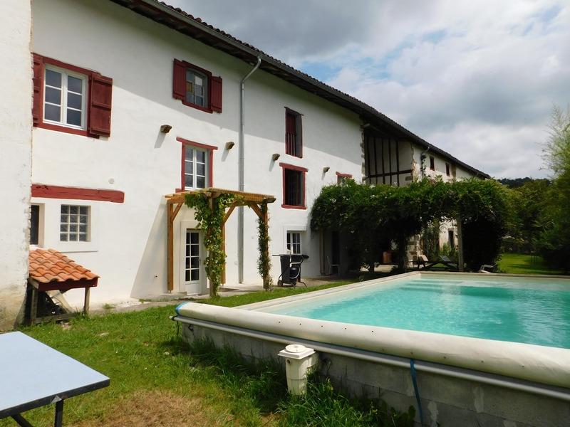 Maison de 450  m2 - La Bastide-Clairence (64240)