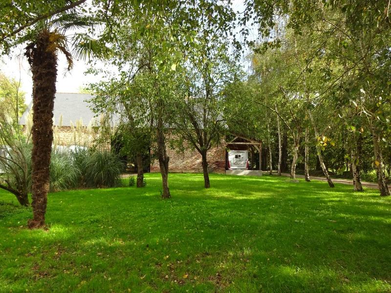 Maison de 1000  m2 - Goven (35580)