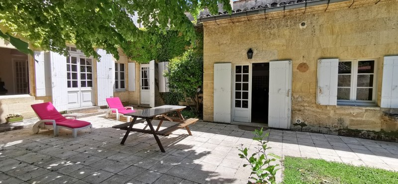 Maison en pierre de 202  m2 - Sainte-Terre (33350)