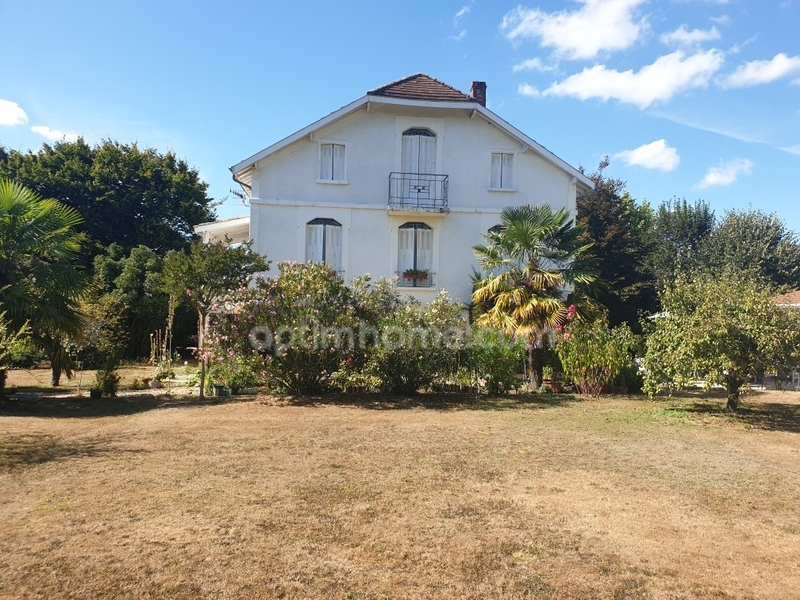 Maison bourgeoise de 270  m2 - Mussidan (24400)