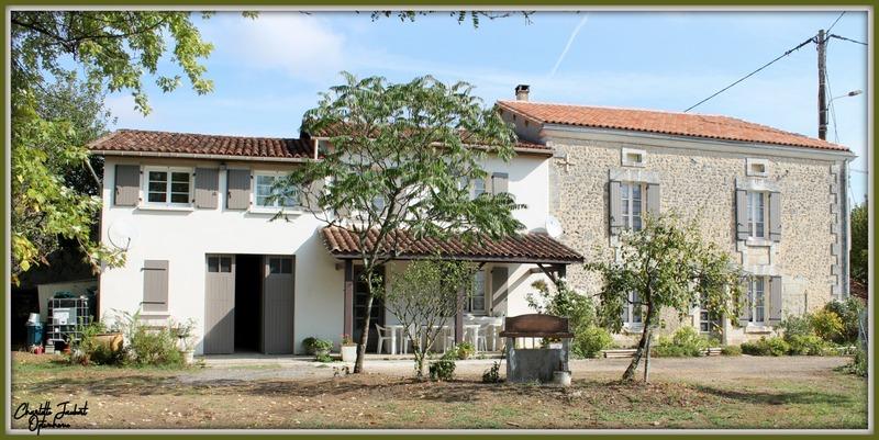 Maison en pierre de 215  m2 - Aubeterre-sur-Dronne (16390)
