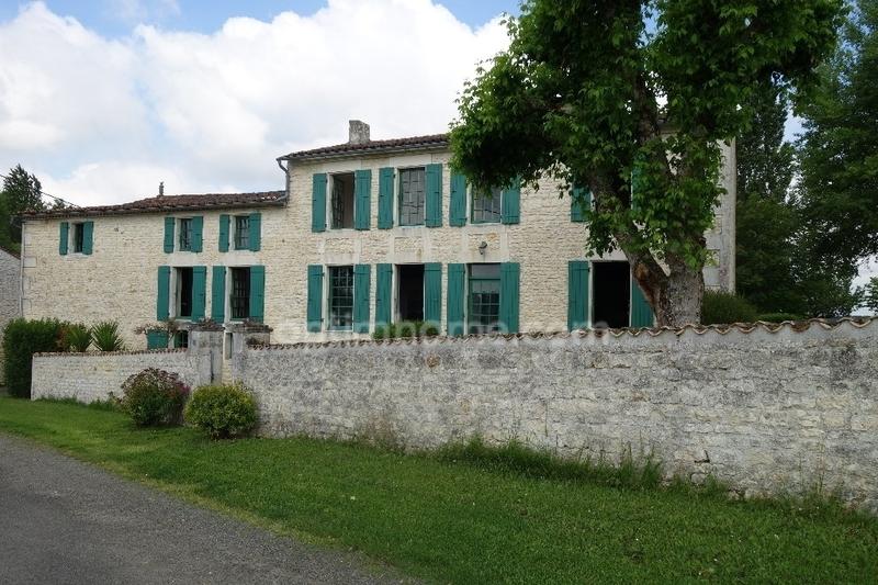 Maison de caractère de 225  m2 - Saujon (17600)