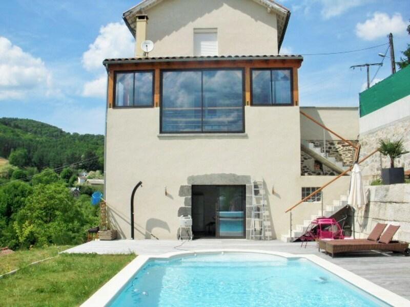 Maison de caractère de 146  m2 - Boisset (15600)