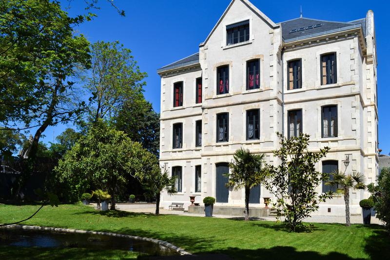 Maison de maître de 625  m2 - Carcassonne (11000)