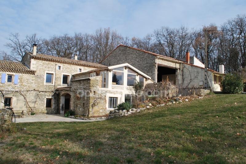 Maison de caractère de 330  m2 - La Bégude-de-Mazenc (26160)