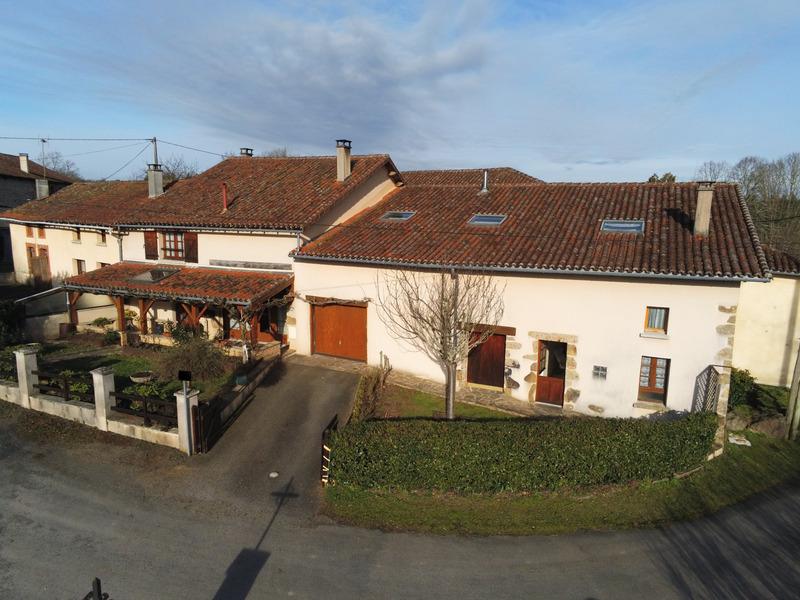 Maison de 173  m2 - Rochechouart (87600)