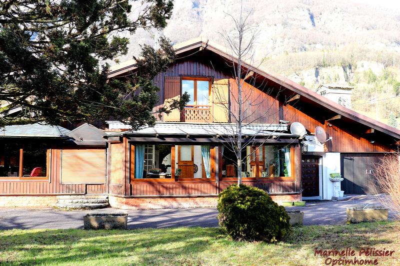 Maison de 180  m2 - Taninges (74440)