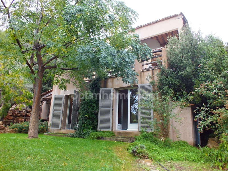 Villa de 150  m2 - Bandol (83150)