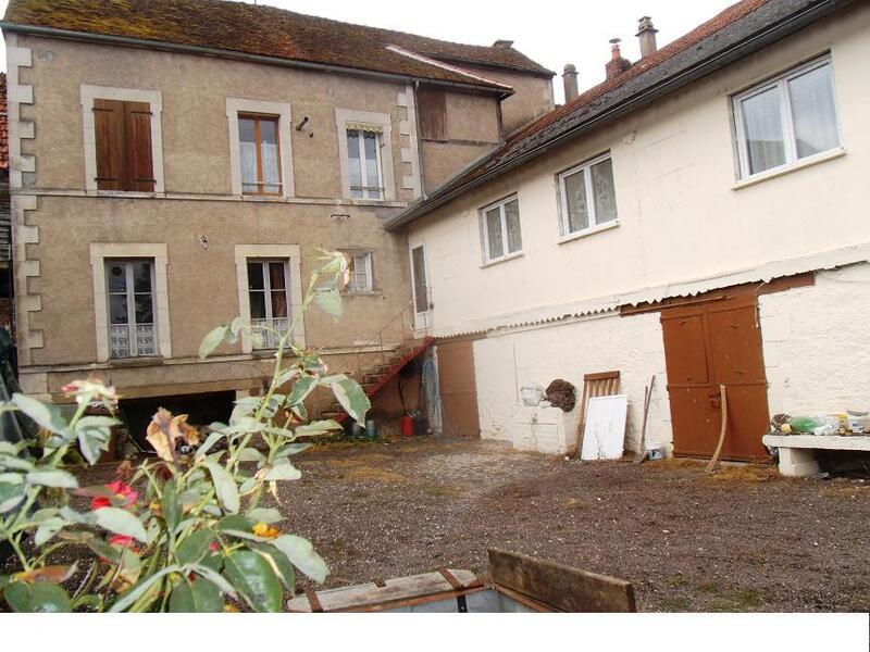 Immeuble de   m2 - Entrains-sur-Nohain (58410)