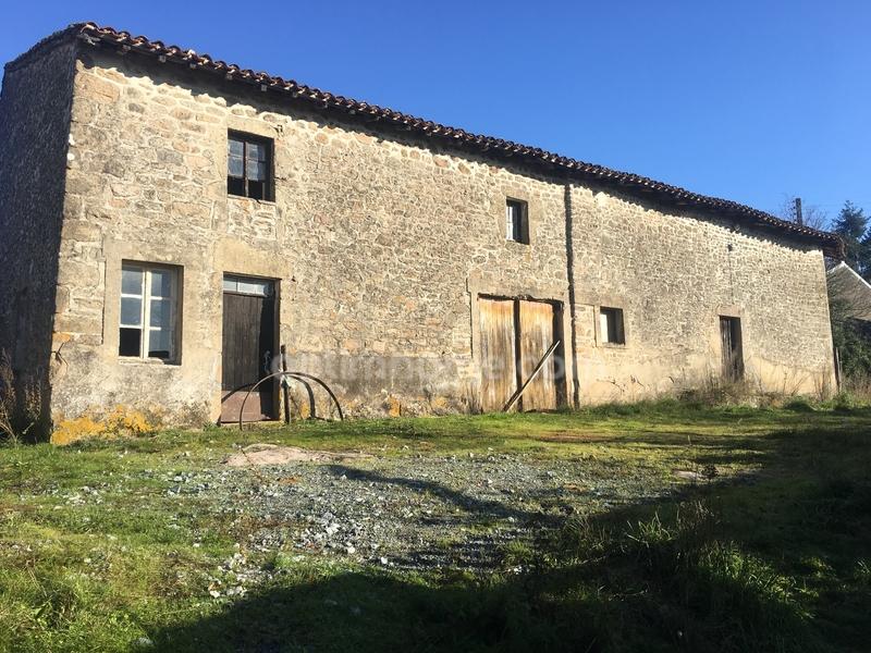 Grange de 250  m2 - Bessines-sur-Gartempe (87250)