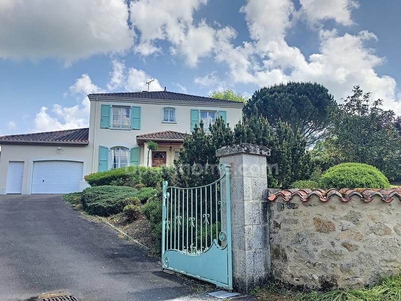 Villa d'architecte de 150  m2 - Saint-Just-le-Martel (87590)