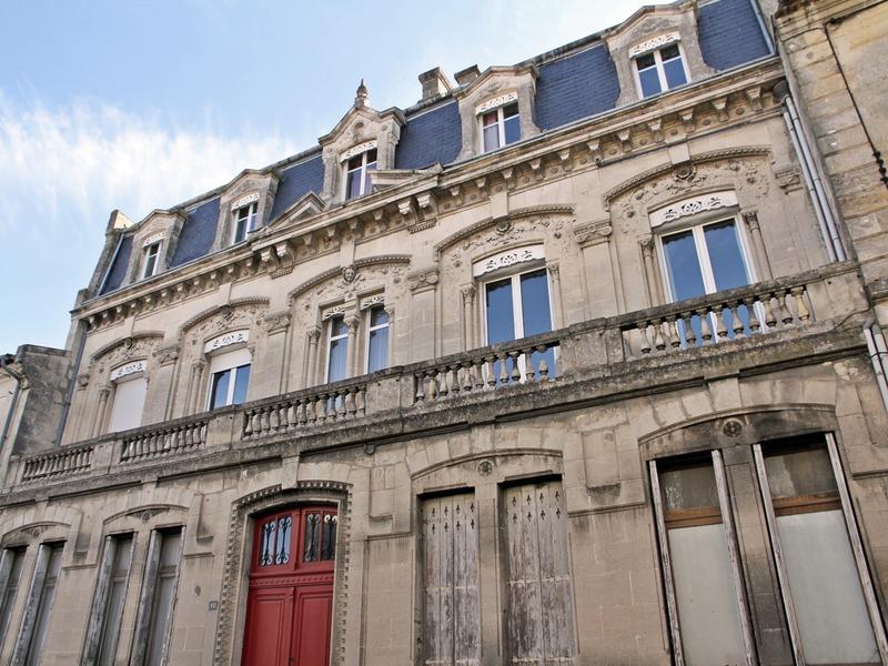 Maison bourgeoise de 490  m2 - Branne (33420)