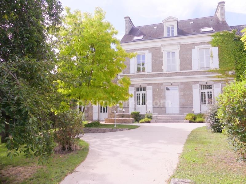 Demeure de 330  m2 - Alençon (61000)