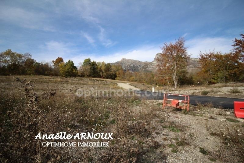 Terrain constructible de   m2 - Chabottes (05260)