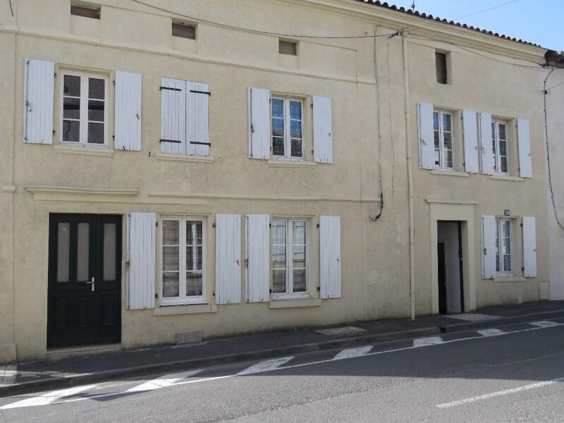 Maison de ville de 131  m2 - Barbezieux-Saint-Hilaire (16300)