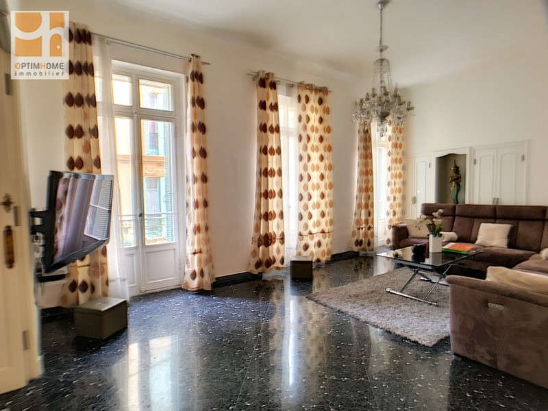 Appartement de 102  m2 - Nice (06000)