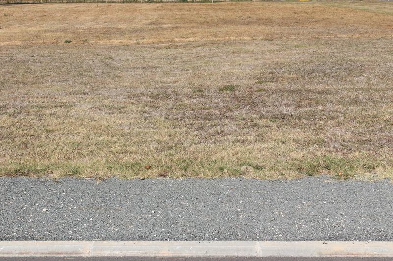Terrain constructible de   m2 - Saint-Front-de-Pradoux (24400)