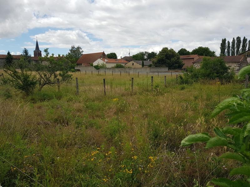 Terrain constructible de   m2 - Martres-sur-Morge (63720)