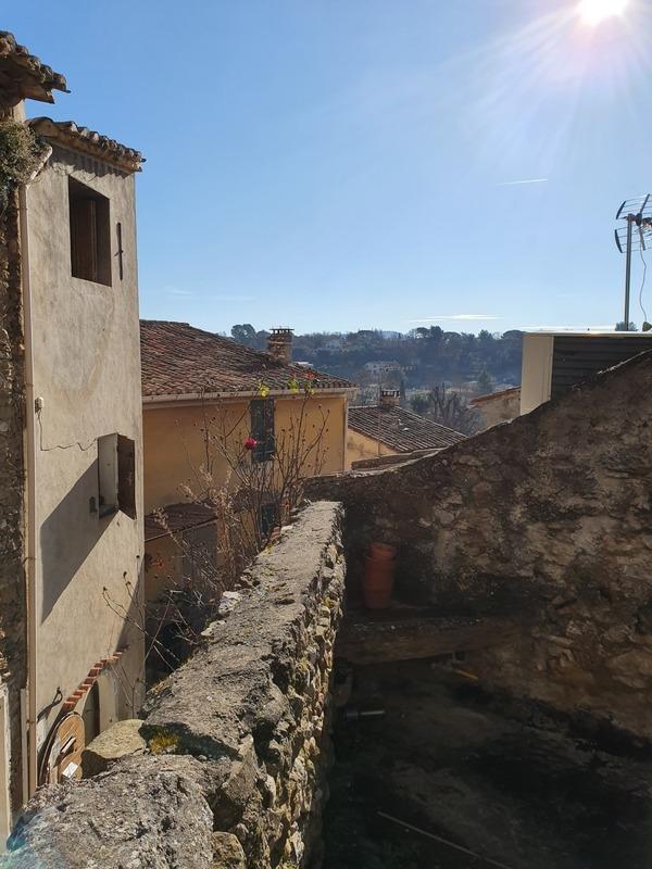 Terrain constructible de   m2 - La Tour-d'Aigues (84240)