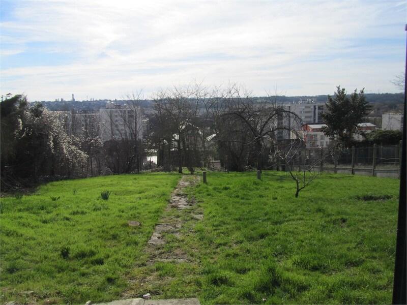 Terrain constructible de   m2 - Corbeil-Essonnes (91100)