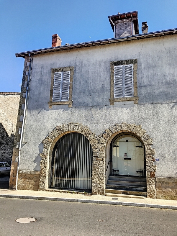 Maison de 200  m2 - Châteauponsac (87290)